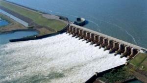 Paraguay acusa a la Argentina de forzar las turbinas de Yacyretá para evitar apagones