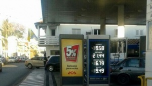 Petroleras equiparan precios y se achica la brecha entre las banderas