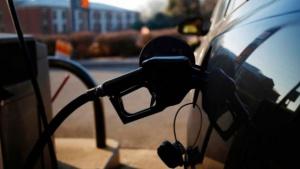 Hubo acuerdo con petroleros y mañana aumentan 8% las naftas