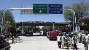 El Gobierno evalúa también crear una policía migratoria