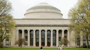 Colombi invitado a una conferencia en el MIT junto a Frigerio