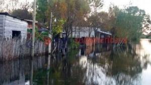 Delincuentes a caballo aprovechan la inundación para robar casas que fueron abandonadas