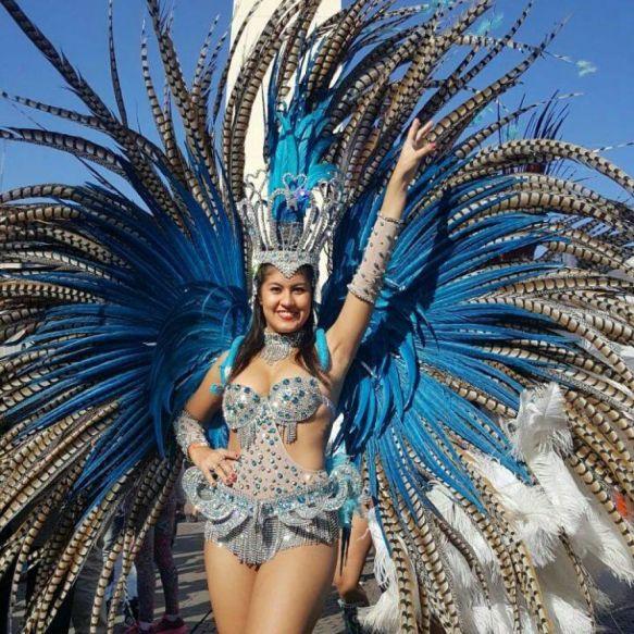 Comparseros se lucieron en el Obelisco con el Carnaval correntino
