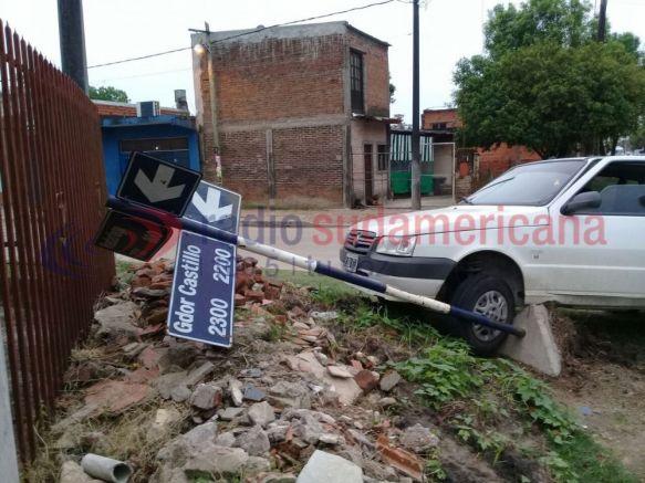 Violento choque entre dos automóviles dejó sólo materiales