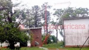 """Fuerte temporal: un """"mini tornado"""" afectó a Santa Tomé, La Cruz y otras localidades del interior"""
