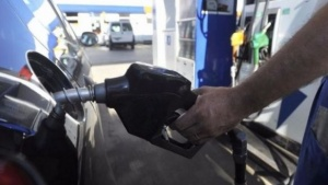 La bandera YPF bajó un 1,5% el precio de la nafta, desde hoy