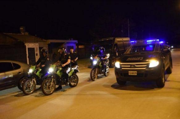 Apedrearon a policías para evitar la detención de un arrebatador