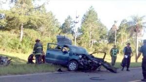 Un automóvil despistó y luego chocó contra un árbol
