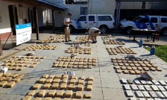 Casi 350 kilos de marihuana ocultas debajo de un desagüe