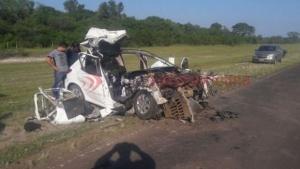 Dos jóvenes murieron tras embestir la parte trasera de un camión