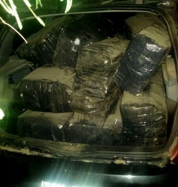 Encontraron un auto abandonado con más de 487 kilos de marihuana