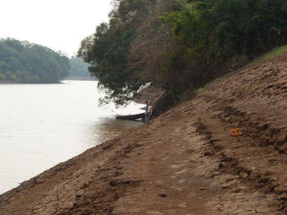 Alvear: quedó atrapado con la red que arrojó al río y murió ahogado
