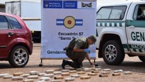 Detuvieron a policía por presunto encubrimiento a narcos