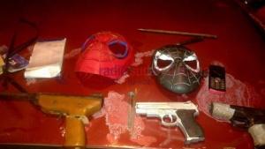 Detienen a hombres que utilizaban máscaras de Spiderman para robar
