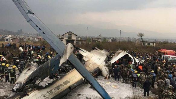Se estrelló un avión de pasajeros en el aeropuerto de Katmandú