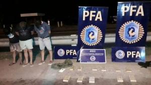 La Policía Federal incautó 16 kilos de marihuana ocultos en un auto