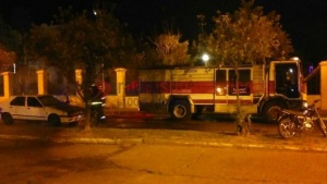 Automóvil estacionado se prendió fuego en pleno centro