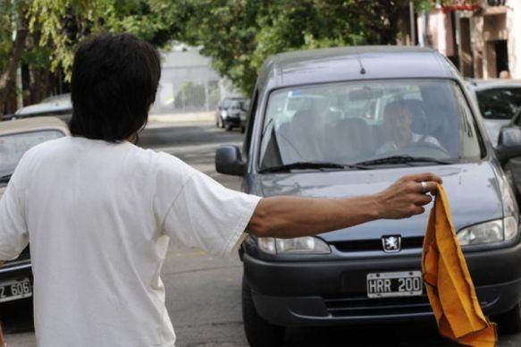 """La Comuna prohibiría la actividad de """"trapitos"""" en la Costanera"""