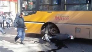 Conductor de una moto murió tras choque contra un colectivo
