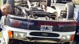 Fuerte choque entre un camión y una combi dejó tres muertos