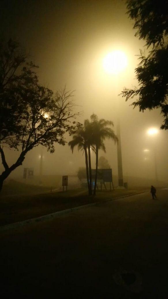 Intensa niebla complicó el tránsito en accesos de toda la ciudad