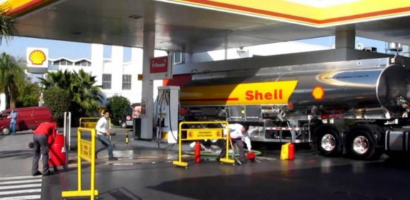 Shell se suma a YPF y aumenta el precio de sus combustibles