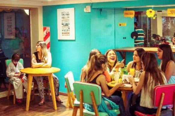 Corrientes: una confitería premia a estudiantes que se saquen 10