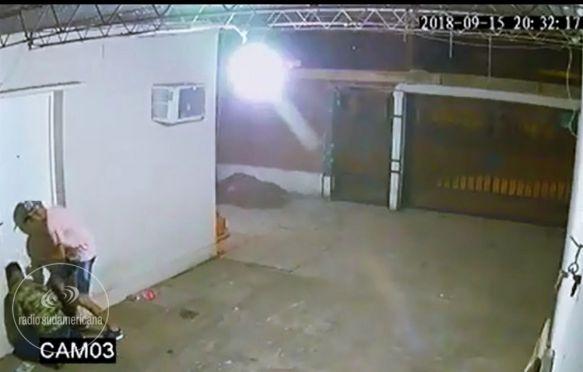 Delincuentes quedaron filmados al ingresar a una vivienda a robar