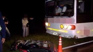 Motociclista murió tras chocar con un colectivo en Bella Vista