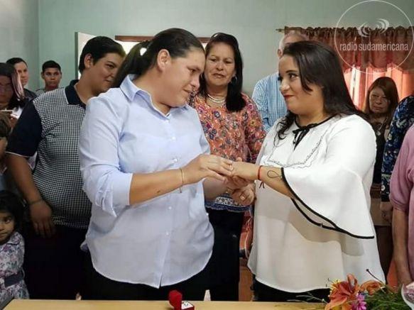 Celebraron el primer matrimonio igualitario en San Luis del Palmar