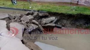 Por el hundimiento del pavimento cortaron el tránsito en calle Contte