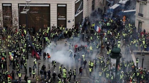 Gases lacrimógenos, corridas y casi 500 personas detenidas