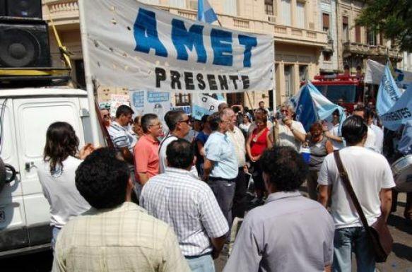 AMET reclama abrir paritarias para el sector docente provincial